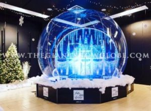Saks Fifth Avenue Snow Globe